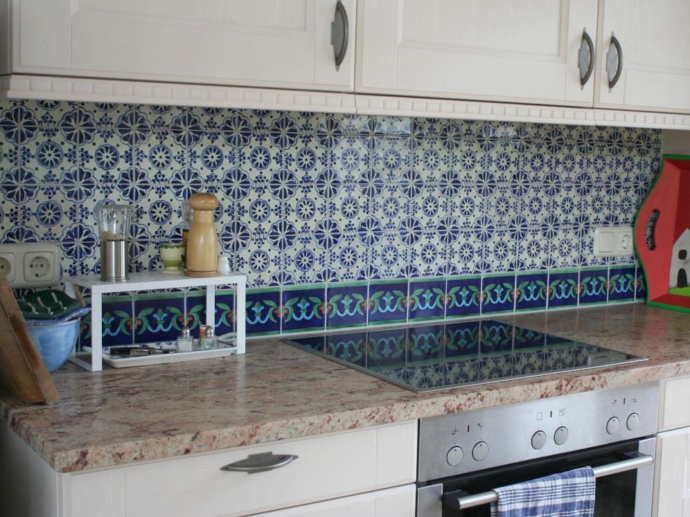 Küchenspiegel mit Lace azul und einer an der Unterseite verlaufenden ...
