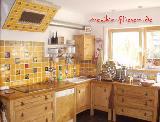 Küche in Mangofarben