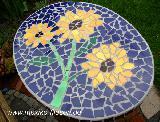 Mosaiktisch mit Sonnenblumen 1