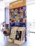 Ausstellungsfläche mit 10x10 Fliesen