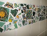 Bad mit grüner Mosaik-Bordüre Detail